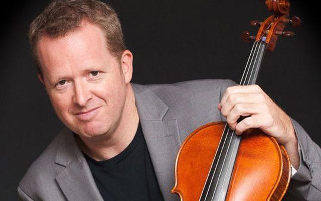 Photo of Brett Deubner, violist.
